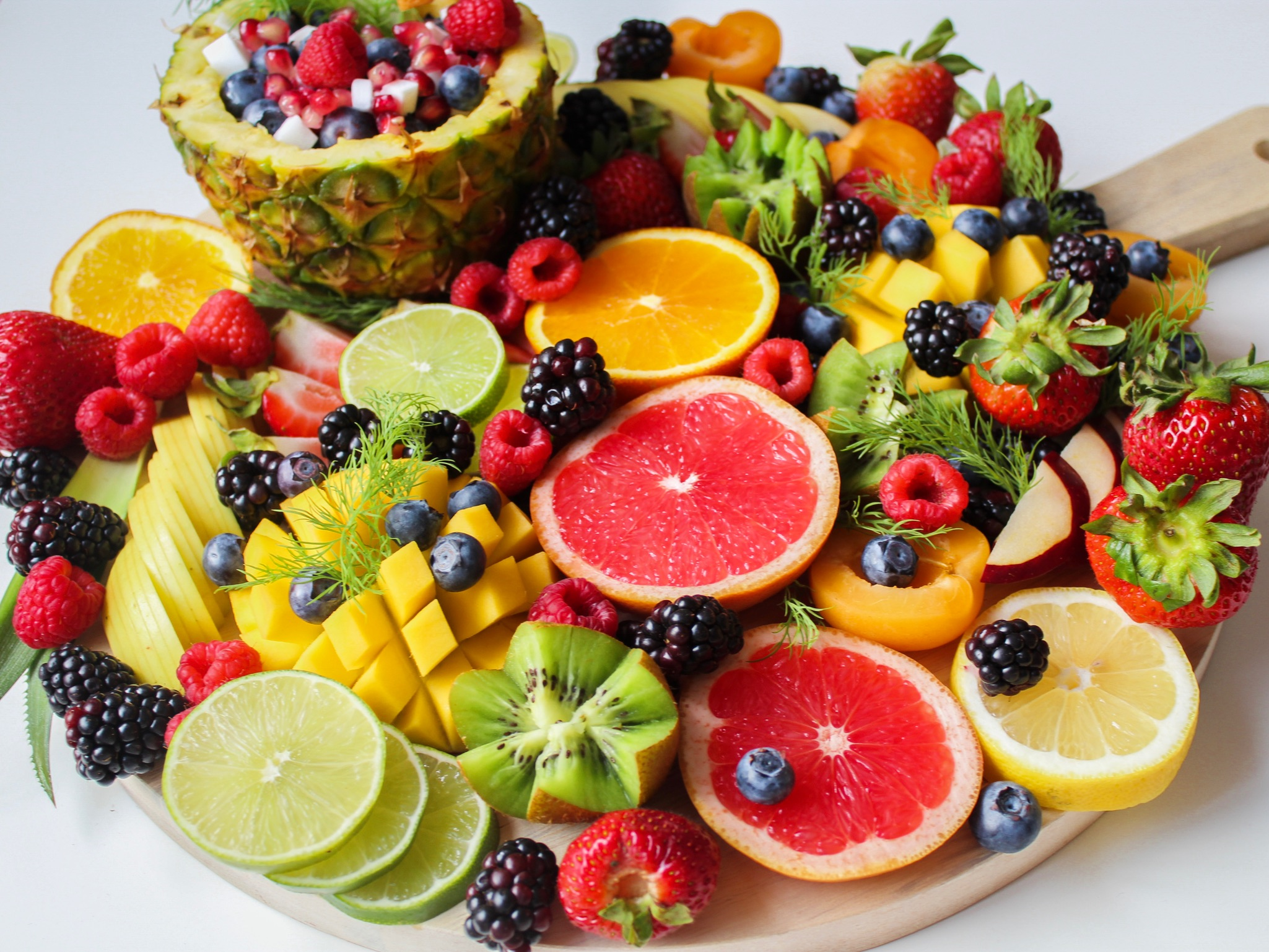 Bunch of fruits lying on the wooden platter